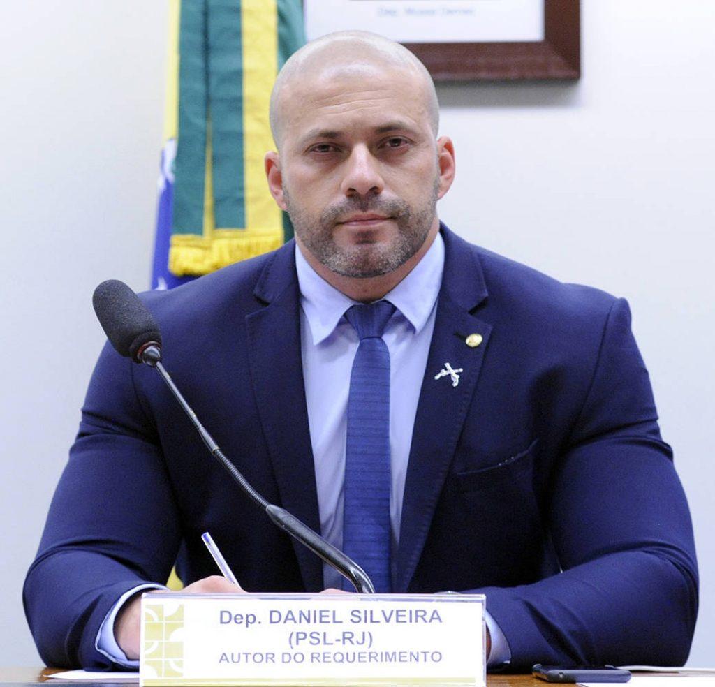 """A Prisão do DEPUTADO Daniel  Silveira. """""""" Liberdade de Expressãoé garantida pelaConstituiçãode 1988, principalmente nos incisos IV e IX do artigo 5º."""""""""""
